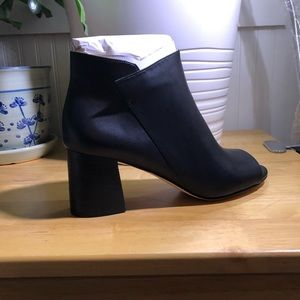 Cole Hann Anisha bootie-size 9